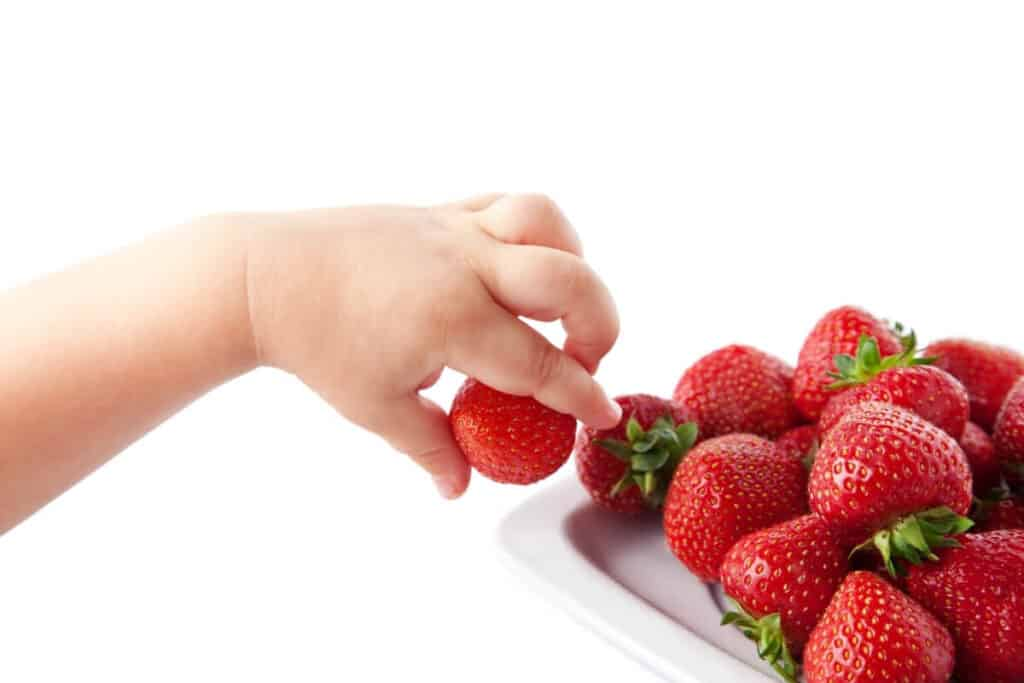 strawberries for healthy eyes